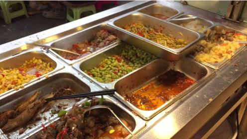 花12元吃了一次自助餐,50多个菜品,真是吃货的天堂,老板会亏吗