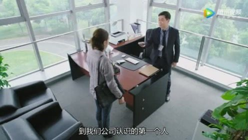 白灿烂在看张总的采访视频被他发现了,她顿时吓了一跳
