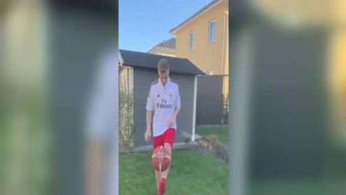 西甲皇马-踢篮球,脱皇马球衣,克罗斯