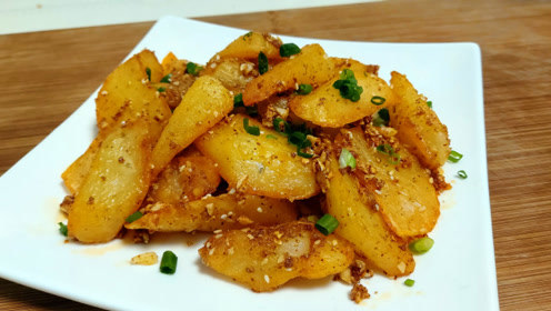 土豆简单美味的吃法,一出锅比肉还香,做少了都不够吃
