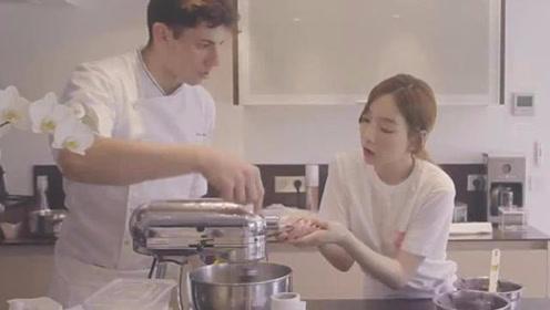 金泰妍与法国帅哥学烘焙,眼神全程爱慕!秒变花季少女