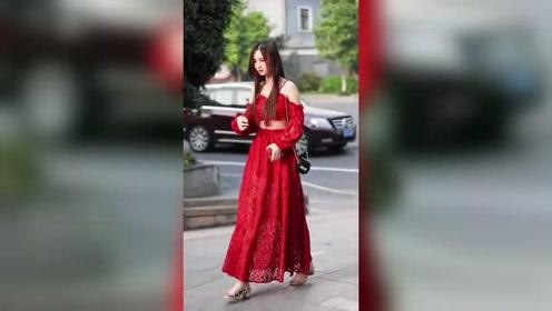 女人一定要有一条裙子。忧郁气质的小姐姐,一袭红裙真是太美了