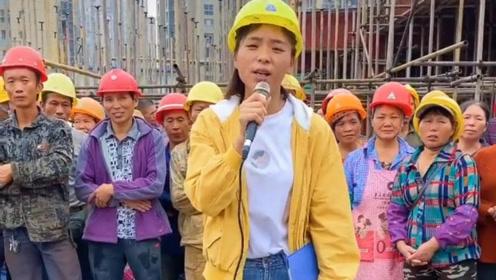 工地妹子唱歌太好听,每个人都有压力,有人能化作动力!