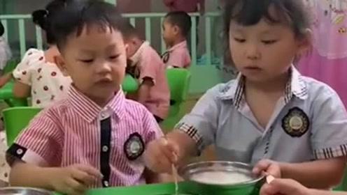 幼儿园开学没几天,老师发来的一段视频,让我这个老母亲甚是欣慰呢!