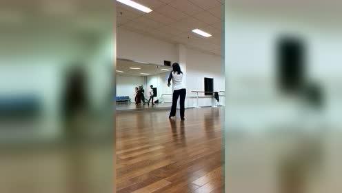 南京大学拉丁舞社导师课套路演示1