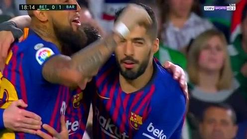 回顾梅西欧冠上演帽子戏法,对方球迷起立鼓掌 只有球王才这待遇