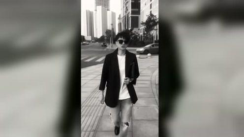 独自一人游走在繁华的街市!