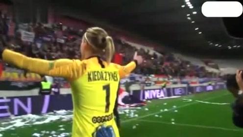 欧冠大巴黎女足战平里昂后 王霜与队友一起谢场 男球迷疯狂呐喊