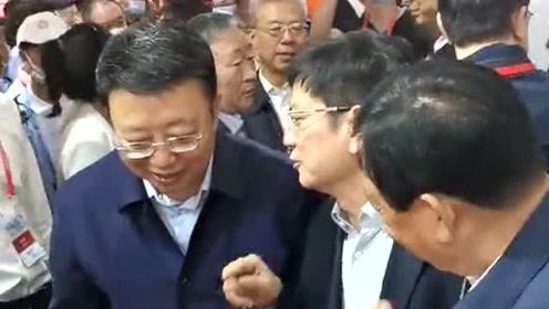 汾阳酒博会偶遇郑强教授,他一来山西就变好起来了,是个大企业家!