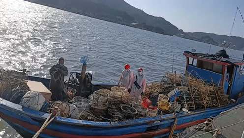"""台当局又以""""越界""""为由扣押大陆渔船,强行登船拘4人"""