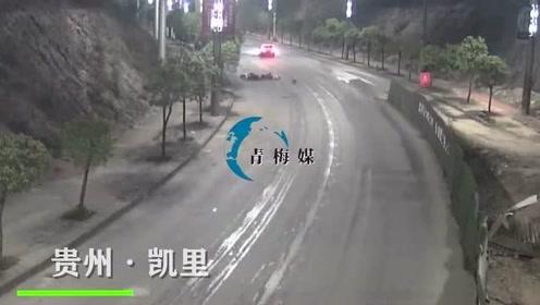 监控曝光!贵州男子酒后驾车,跨越双黄线撞向电动车