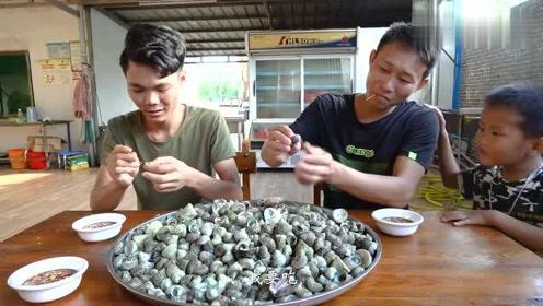 老弟赶海猛捡20斤海螺搞大餐,馋嘴老婆吃上瘾 吃了还想吃