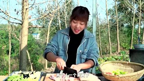秋妹今天吃东北乱炖,鲜香开胃营养丰富,有荤有素太巴适了