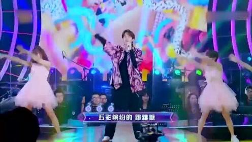 王一博空降节目现场,一首《我是一颗跳跳糖》