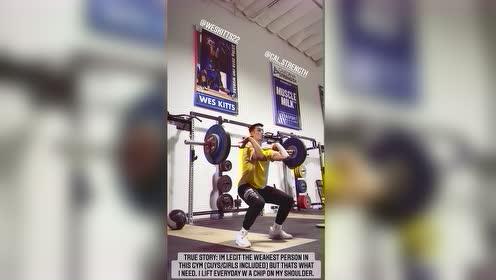 林书豪健身房刻苦特训 狂练举重展现出色核心力量