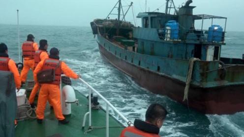 猖狂!台当局扣押大陆渔船罚75万后强制驱离 国台办曾严正警告