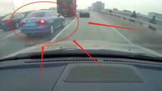 路怒症司机有多可怕?高架桥上狂撞私家车!这和谋杀有什么区别?