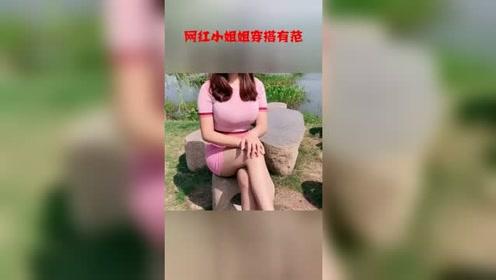 网红小姐姐穿搭有范,河边自拍笑起来的样子真