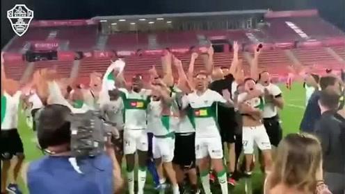 时隔5年后重返西甲,埃尔切球员激情庆祝升级