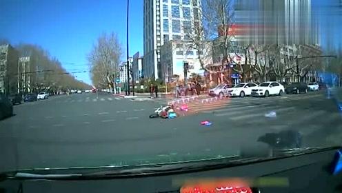 斑马线上闯红灯,视频车这一撞真是太委屈了