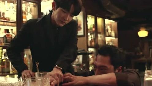 恶之花:男主为了找到共犯!用一招吓坏了酒吧店员!