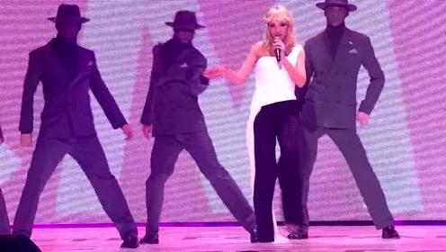 俄2019年度歌曲演唱会A06. 奥尔芭凯杰 - 我用脚步丈量每个星期