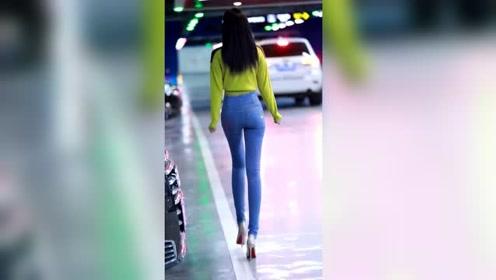 优雅可爱美女,身材高挑,大长腿,漫步街头