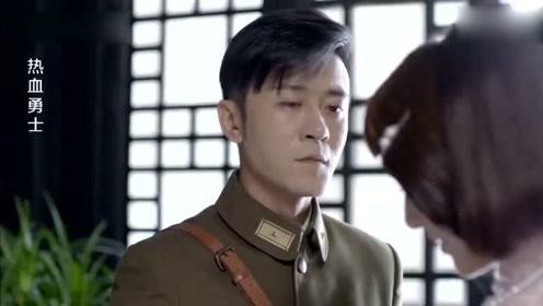美女做煎饼给军官吃,军官一看却哭了,一脸是他失散的姐姐