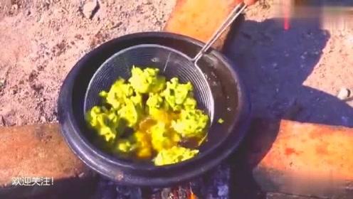 印度美食:三哥到农场摘蔬菜制作印度口味咖喱酱,看着好恶心!
