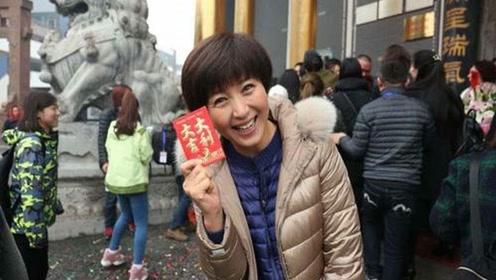 当年被赵本山捧红后嫁给比自己大10岁老公,现在靠小视频提升人气