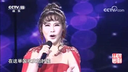 沈凌云演唱《举杯吧朋友》,歌声饱满浑厚,太好听了!
