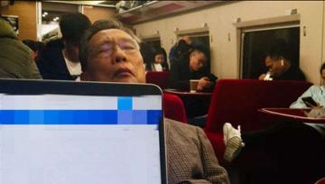 秘书讲述钟南山刷屏照片真相:钟老没有睡,他在思考
