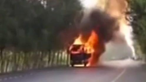 货车闹市起火,善良的司机不顾个人危险将车开到安全区域,有素质的好司机