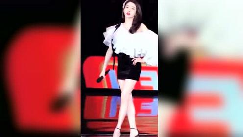 江疏影,小荧幕里很美,走上舞台就更美了,这满屏的大长腿我慕了