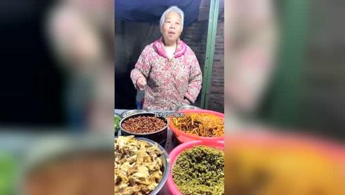 阿婆吃了60年的螺蛳粉,每天一碗加猪脚