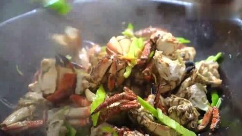 老弟搞得8只外国大螃蟹太香了,啤酒直接用碗喝,今天就不养鱼了