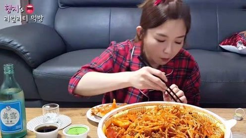 【Hamzy小姐姐的美食】:在家做辣炖鳕鱼吃~再配上一杯烧酒~完美!