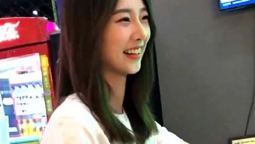 浙江温州市美女:街头遇到一个小姐姐,这笑起来真甜,我心动了!