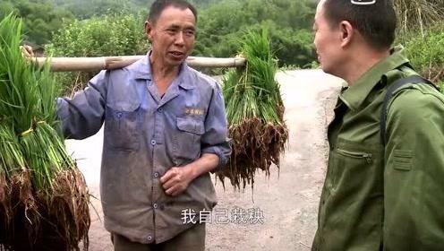 纪录片:虽然办证工作人员很热情,老黄却又害
