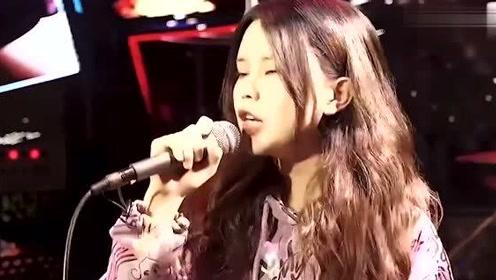 美女翻唱张韶涵的《淋雨一直走》,人都应该有梦,有梦别怕痛!