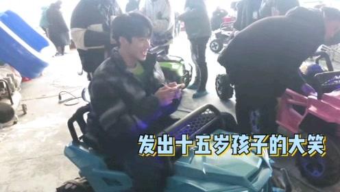 【刘耀文】是腿很长的可爱小朋友呢!