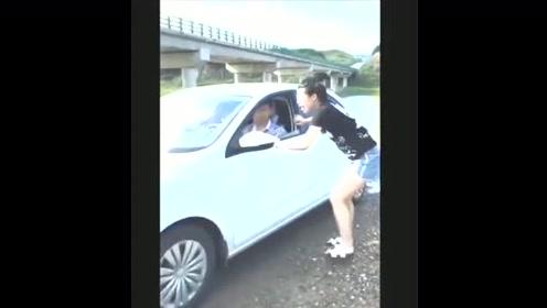 搞笑视频:农村美女搞笑段子,笑到肚子痛啊