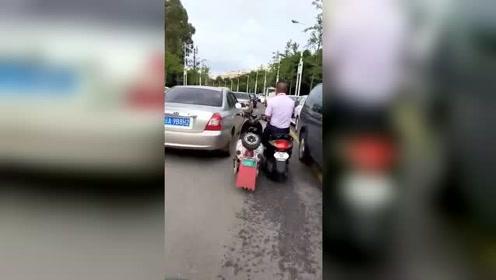 社会,两轮车开成四轮车的感觉!