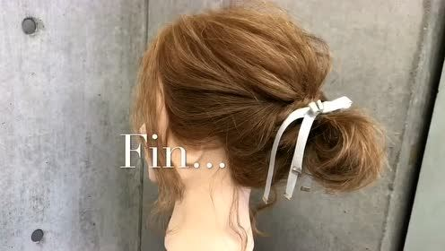 今年很火的发型,老少皆宜,头发多少都能扎,简单大方图片