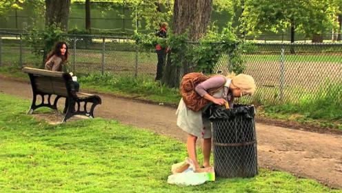 国外街头恶搞:让路人去翻垃圾桶?怪不得被当