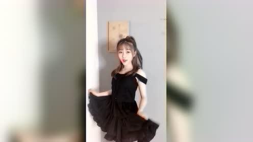 美女自拍:漂亮女生小姐姐是学舞蹈的吗?