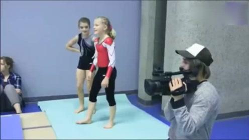 国外爆笑街头恶搞,体操健将扮成拍摄者,在体育馆里大展身手