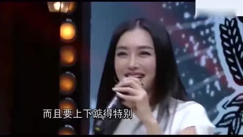 秦岚拍广告时裙子差点被吹起来!秦岚一脸大写
