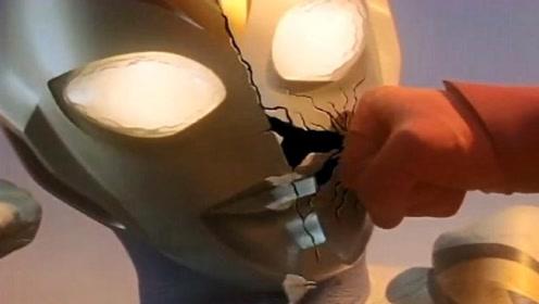 戴拿奥特曼-假戴拿的脸被打碎了,露出真面目,