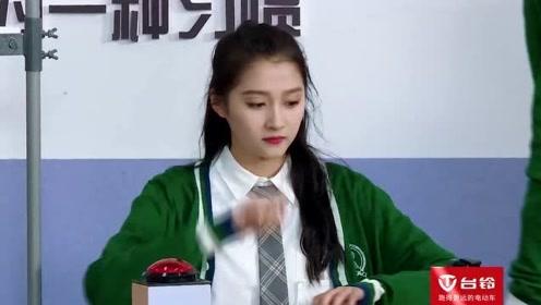 奔跑吧:关晓彤被考场内的广播声音吓了一跳,